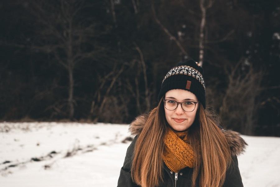 как носить очки с шапкой